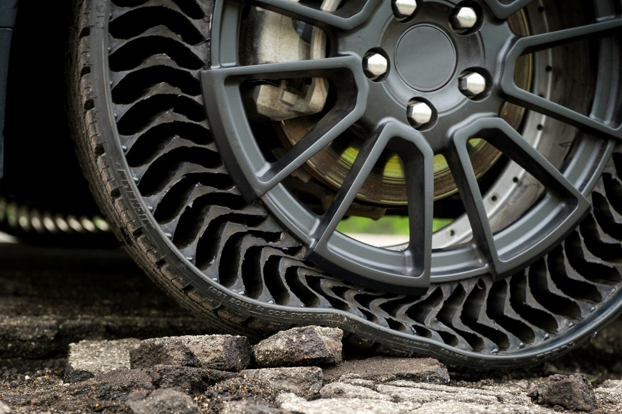 GM and Michelin Present Airless Wheel Tech
